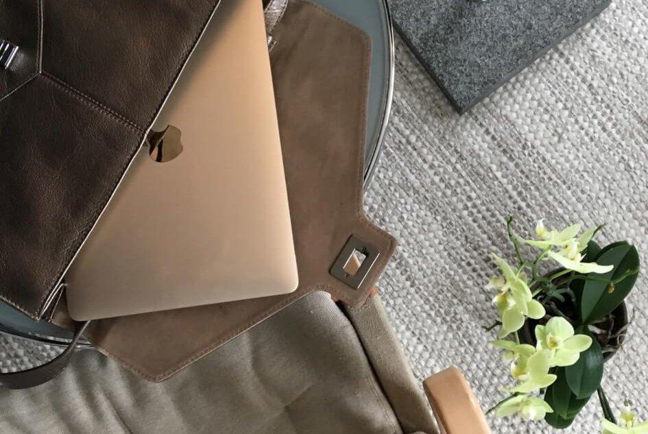 macbook auksinis toks mažas, kad telpa į rankinuką